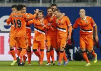 El Valencia asalta el liderato (0-1)