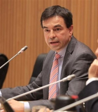 El juez Andreu pregunta a Anticorrupción si debe retirar el pasaporte a Rato