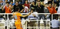 El Valencia pincha en Vallecas y se aleja de la tercera posición (1-1)
