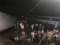 Al menos 28 muertos por el descarrilamiento de dos trenes en India