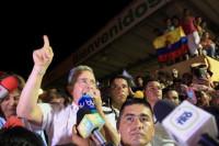 Uribe acusa a Maduro de