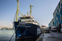 MSF rescata a 120 personas de una lancha inflable en el Mediterráneo