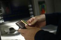 Santander, BBVA y Caixabank cobrarán entre 1,85 y 2 euros por el uso de cajeros a los no clientes
