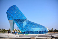 Construyen en Taiwán una iglesia de vidrio con forma de zapato de tacón