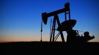 El petróleo cae a su menor nivel desde 2003