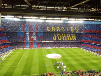 El Camp Nou rinde el útlimo tributo a Cruyff