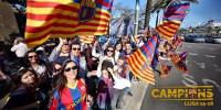 Más de 90.000 aficionados del Barça acuden a la rúa para celebrar el título de la Liga