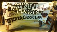 Cacerolada en Gràcia en protesta por el desalojo del 'Banc Expropiat'