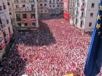 El chupinazo sumerge a Pamplona en nueve días de fiesta