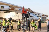 El avión Solar Impulse II abandona Sevilla