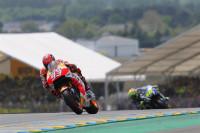 Márquez vuela hacia la pole en MotoGP acompañado de Barberá