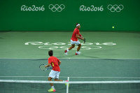 La pareja Rafa Nadal-Marc López roza la medalla tras arrasar a Marach y Peya