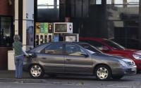 Los carburantes ahondan en sus mínimos para el puente del 15 de agosto