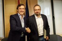 Los portavoces de PP y Ciudadanos firman el pacto anticorrupción