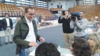Alonso pide a los vascos que acudan a votar pensando en el