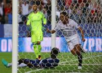 El Sevilla bate con su mejor cara al Lyon