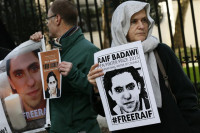 Raif Badawi puede sufrir nuevos latigazos en los próximos días