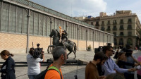Barcelona retira del Born la estatua ecuestre de Franco decapitado