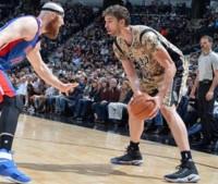 Pau Gasol lidera el triunfo de los Spurs y los Sixers de Sergio Rodríguez estrenan victoria