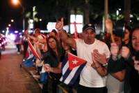 Cientos de exiliados salen a las calles de Miami para celebrar la muerte de Castro