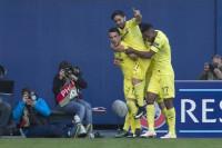El Villarreal sufre pero avanza