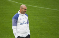 Zidane supera a Beenhakker y lleva al Madrid a su récord invicto