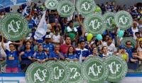 El fútbol brasileño homenajea al Chapecoense en el final del campeonato