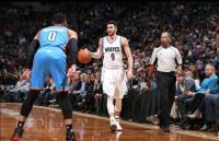 Un 'doble-doble' de Ricky Rubio contrarresta a un gran Westbrook