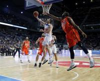 El Madrid reacciona y tumba al Valencia Basket