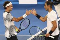 Federer se lleva la final de leyendas ante Nadal