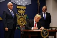 Trump firma un nuevo veto migratorio que busca evitar la oposición judicial