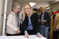 Cifuentes arrasa en las primeras primarias del PP de Madrid con el 86,3% de votos