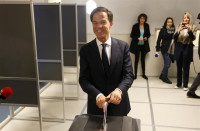 Los sondeos a pie de urna conceden una holgada victoria a Rutte