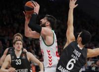 Baskonia arrolla al Brose y acaricia el 'playoff'