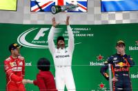 Hamilton vence sin oposición en China; Sainz termina séptimo y Alonso abandona