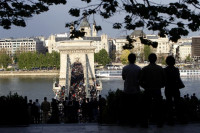 El presidente húngaro promulga la ley que aboca al cierre a la universidad de Soros