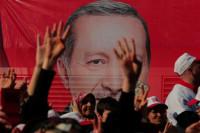 Erdogan gana por un estrecho margen el referéndum de reforma constitucional en Turquía