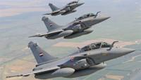 Aviones de combate egipcios destruyen 15 vehículos cargados de armas en la frontera desde Libia