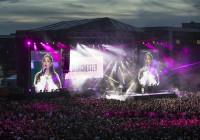 Ariana Grande reúne a 60.000 personas en el Crickett Old Trafford