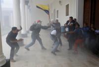Varios diputados heridos por un ataque de chavistas contra el Parlamento de Venezuela