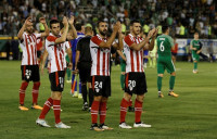 El Athletic remonta en Grecia y encarrila su billete a la Liga Europa