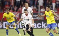 Navas da la victoria al Sevilla en el tenso regreso de Vitolo al Pizjuán