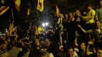 Los Mossos alejan a los concentrados ante Economía para que la Guardia Civil pueda salir