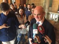 Guindos atribuye a Cataluña cinco décimas de desaceleración del PIB
