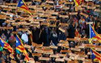 Miles de personas exigen en Barcelona la libertad de los exconsellers y 'los Jordis'