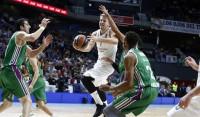 El Madrid sale del bache ante un desacertado Unicaja