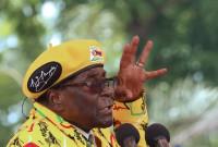 Mugabe cede a las presiones del Ejército y dimite una semana después