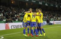 El Cádiz golea al Betis y avanza a octavos con Valencia, Villarreal, Espanyol y Alavés