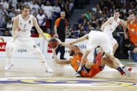 El Real Madrid supera la ausencia de Doncic para doblegar al Valencia Basket