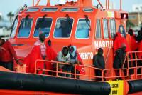 Rescatadas 54 personas a bordo de una nueva patera localizada en aguas andaluzas